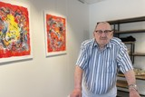 thumbnail: Kunstenaar Egied Steylaets dacht dat reizen er niet meer inzat, tot hij hoorde van het bestaan van vzw Kompaan.