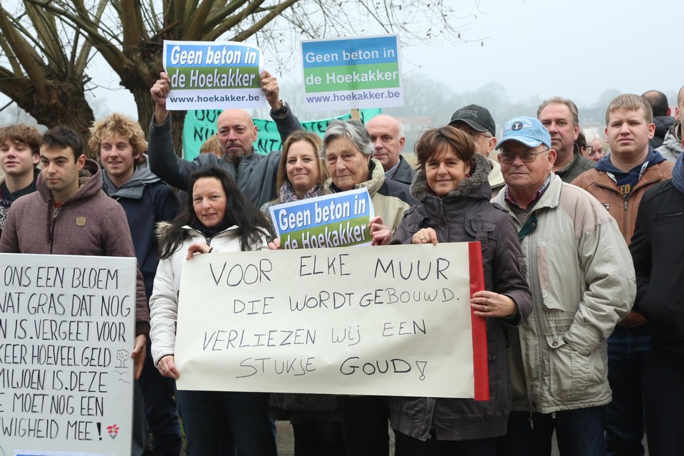 Al sinds 2016 protesteert de buurt tegen de verkaveling van Hoekakker