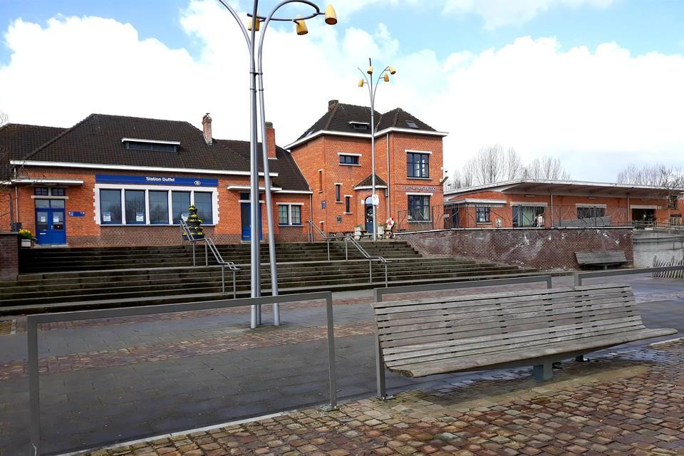 Het neergestoken slachtoffer werd uiteindelijk voor het station van Duffel aangetroffen.