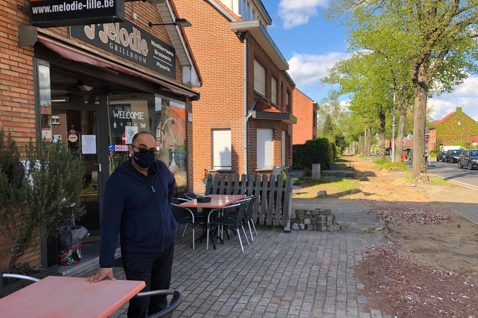 Ehab Omar van brasserie Melodie mag zijn terras niet gebruiken door de werkzaamheden op de Gierlebaan in Lille.