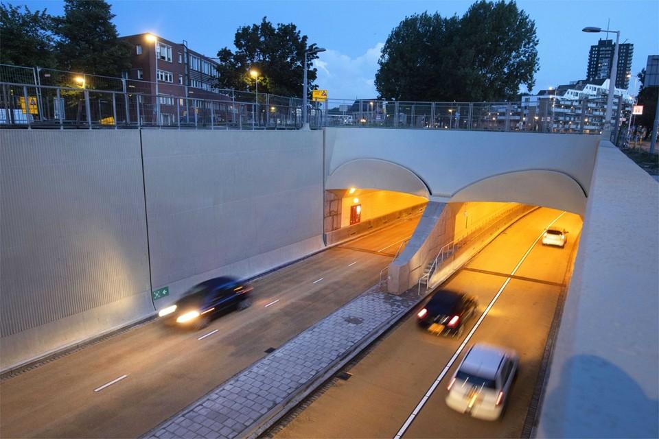 De Maastunnel in Rotterdam krijgt in 2022 een E-Lane waarop uitsluitend elektrisch openbaar vervoer mag rijden.