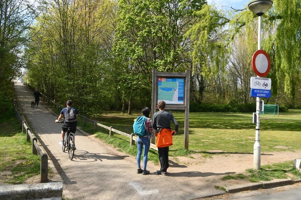 Ook in Ekeren worden fietsverbindingen aangepakt. Er komt een tijdelijke fietsverbinding tussen de Wilgehoevestraat en voetgangersbrug over de A12.