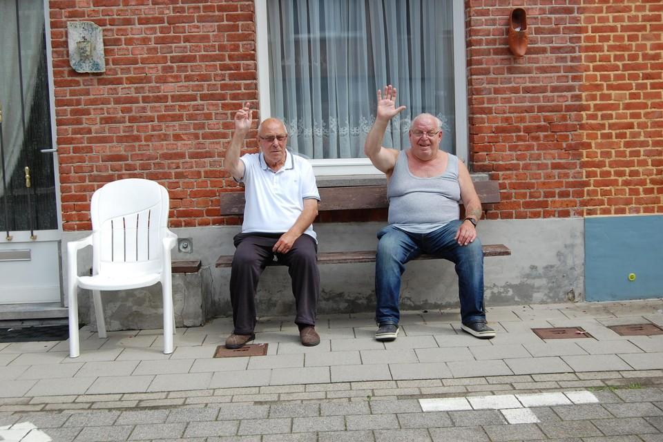 Valeré en Willy zitten al 56 jaar samen voor hun deur, straks verhuist Valere.