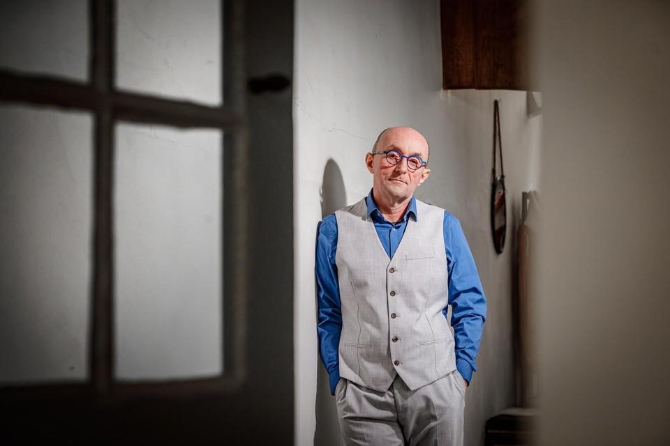 De eerste soloshow van krantenredacteur Peter De Rop heet 'Marcel'.