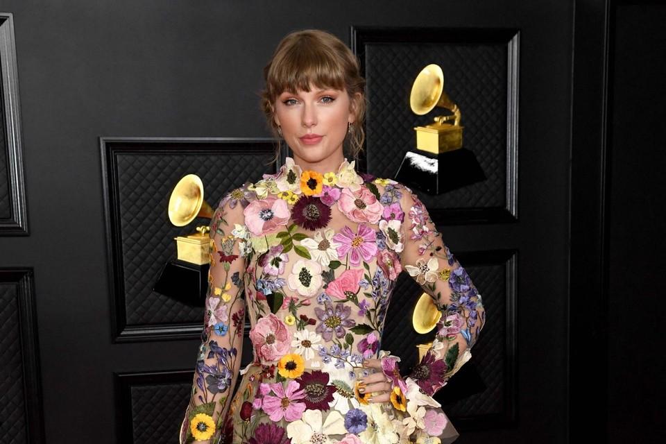 Taylor Swift in Oscar de la Renta. Schoenen van Louboutin