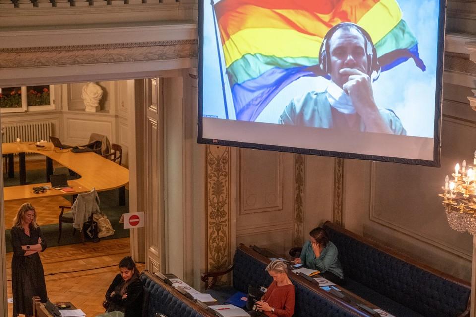 N-VA-gemeenteraadslid Kevin Vereecken vroeg de raadsleden om expliciet hun steun uit te spreken voor de LGBTQ-gemeenschap naar aanleiding van de anti-LGBTQ-stickers