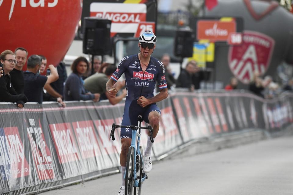 Van der Poel won bij zijn comeback meteen de Antwerp Port Epic.
