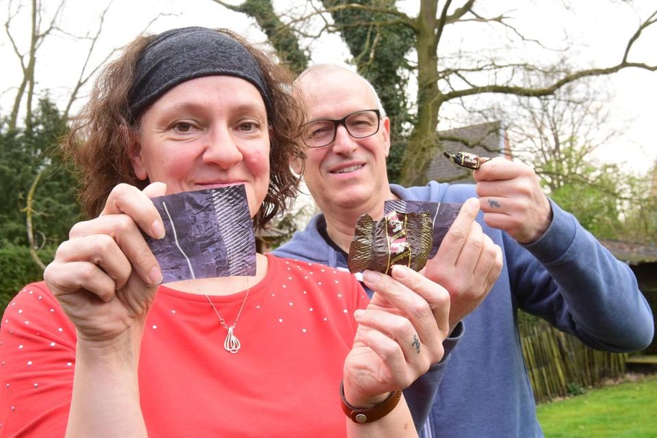 Ilse en Luc Ooms met hun twee gouden Chokotoff-lijnen in één pak.