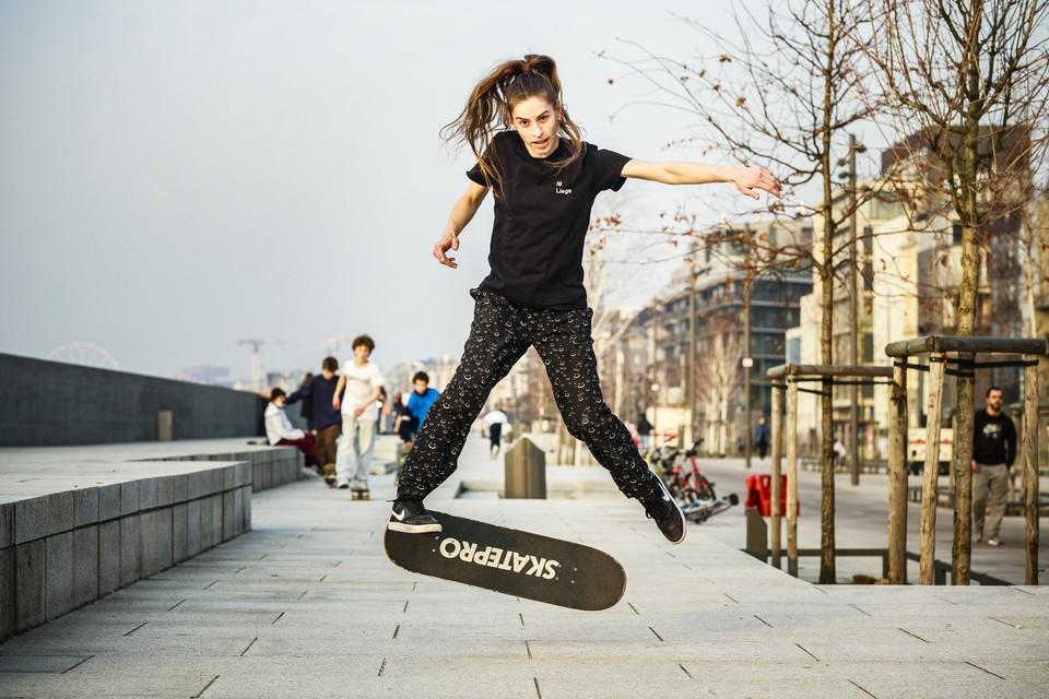 Volgens skatetrainer Timea Németh zijn de trappen aan de Scheldekaaien perfect voor skaters.