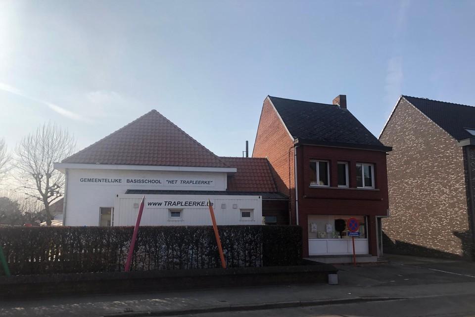 Huis Embrechts naast de gemeentelijke basisschool Het Trapleerke in de Rechtestraat in Lille maakt plaats voor een nieuwbouw voor de kleuters.