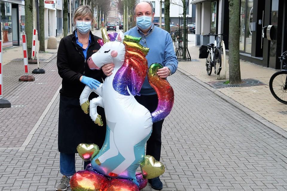 Carmelo Arcidiacono van schoenenzaak Scalini en Gudrun De Roose van De Kaaspoort zijn maar twee van de vele handelaars die de Paalstraat hebben omgedoopt tot Eenhoornstraat.