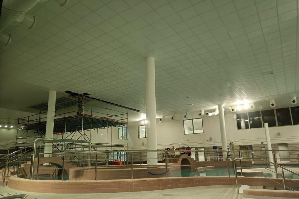 Enkele panelen van het plafond waren losgekomen.