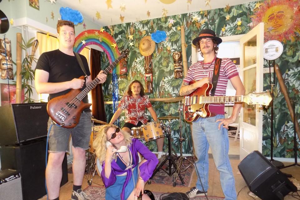 De americana-rockgroep Shorty Jetson and the Lefthands uit Lille laat het publiek kennismaken met een gloednieuw nummer.