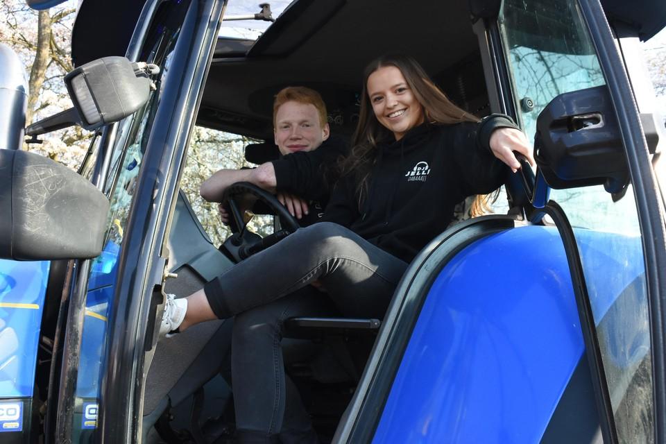 Siemen De Vel en Lara Gebruers uit Herenthout zetten hun beste beentje voor in de tractorcolonne.