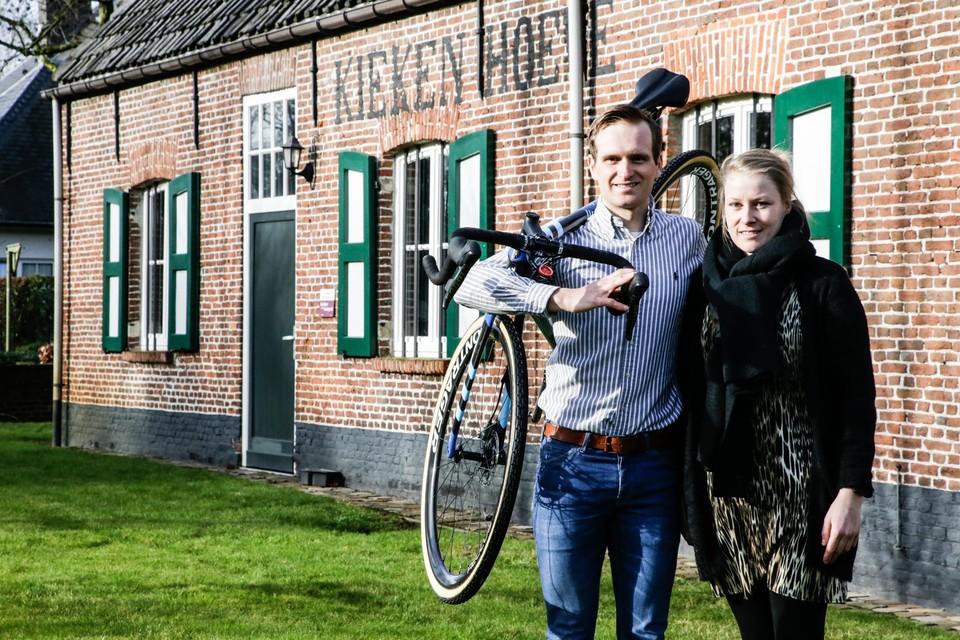 Bijna ex-veldrijder Jim Aernouts en zijn vrouw Jill Uytdewilligen nemen De Kiekenhoeve over.