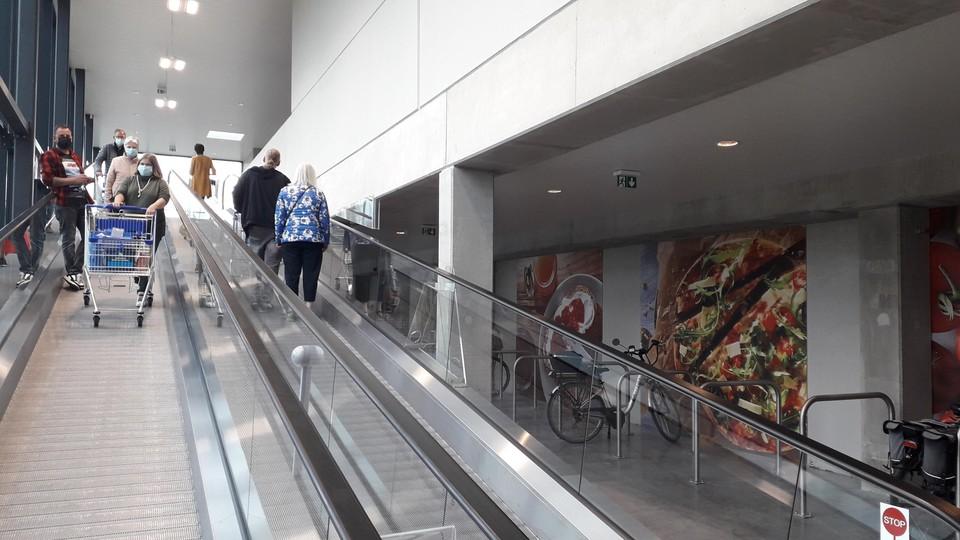 De winkel is te bereiken via rolpaden naar de eerste verdieping.