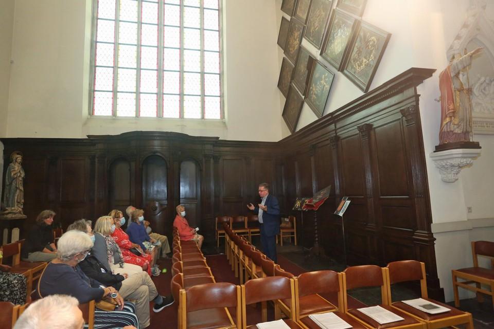 Bert Van den Bossche vertelde over de obiits die in de kerk hangen.