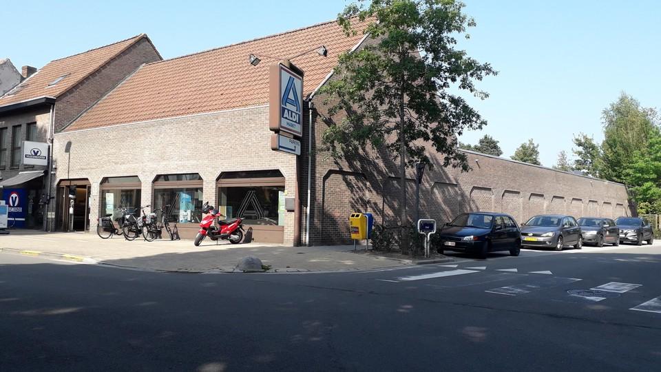 Het contrast met de oude Aldi in de Nieuwstraat kan niet groter zijn. Die opende in 1984 de deuren en sloot afgelopen zaterdag voorgoed.
