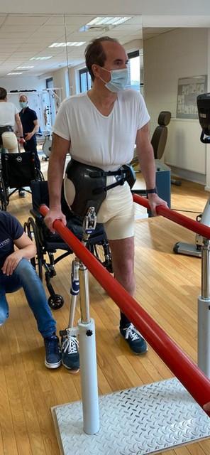 Als Stefan zijn prothese opnieuw moet laten maken, duurt het zeker twee maanden voordat hij er een nieuwe heeft.