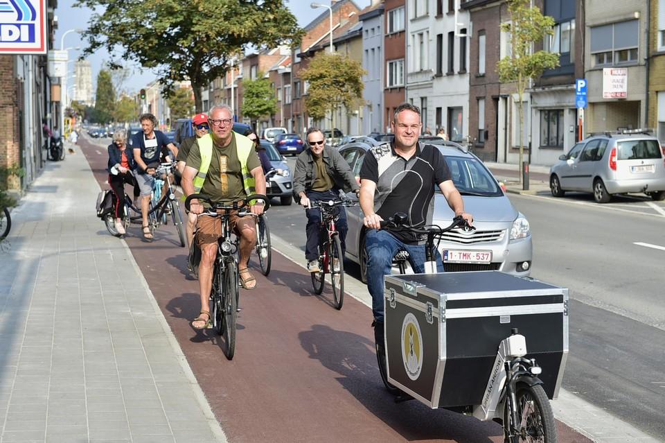 Ook schepen van Natuur Patrick Princen kwam de nieuwe fietspaden mee inrijden.