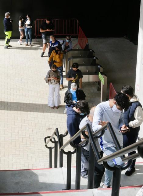De prikrij in het Bosuilstadion.