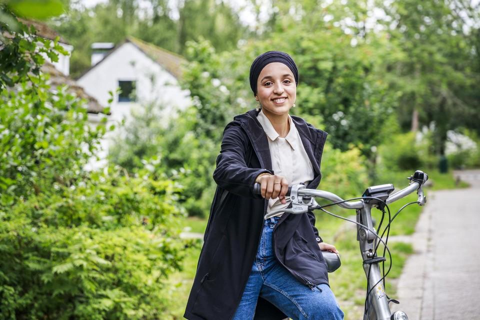"""Yasmien Naciri: """"Ik bracht mijn jeugd door in armoede. Ik weet wat hongerlijden is."""""""