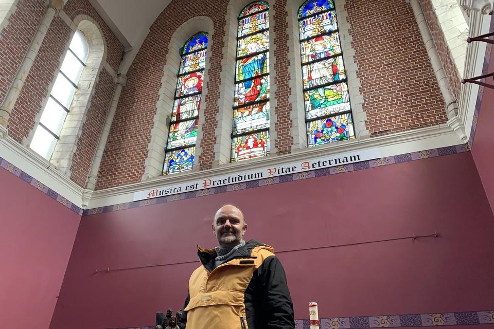 Eric Dilles (Puzzelman) is volop begonnen aan het leegmaken en binnenin opknappen van de kerk, om het gebouw 'Puzzelman'-waardig te maken.