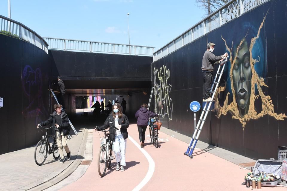 Fietsers moesten tijdens het weekend wel afstappen in de fietstunnels.