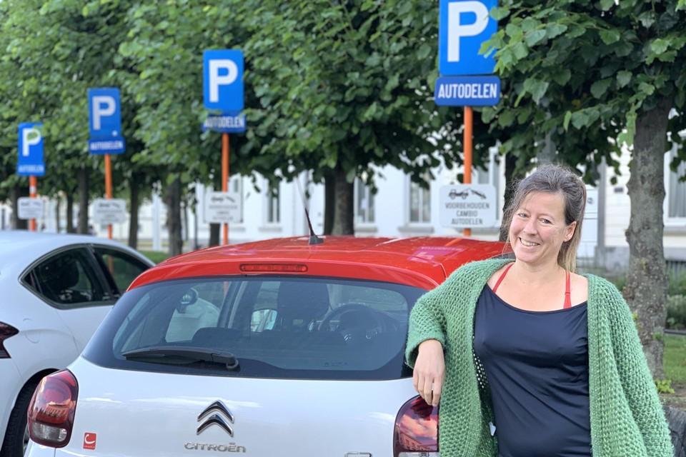 """Het is leuk om verschillende wagens uit te proberen en ik moet nooit lang zoeken naar een auto die beschikbaar is"""", vertelt Rebecca Verreth."""