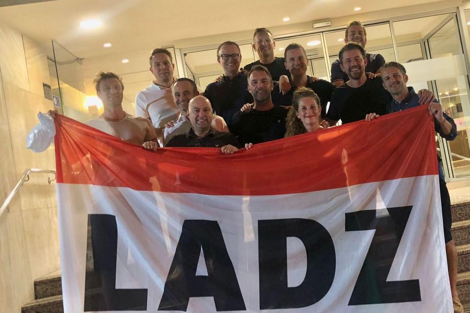 De rood-witte supportersclub Ladz trok met een twintigtal leden, waarvan een deel pas donderdag aankomt, naar Athene.