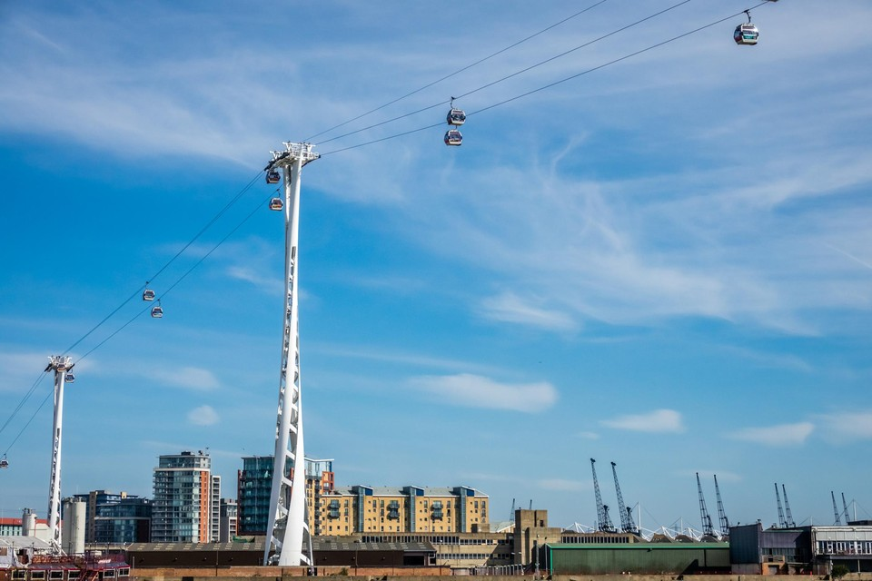 The Emirates Air Line over de Theems in Londen.