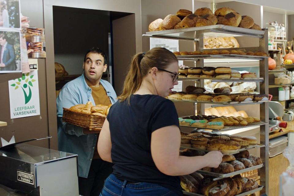 Kamal Kharmach kan zijn ogen niet geloven als hij bakkerij Laurens binnenkomt. En dat komt niet door de donuts.