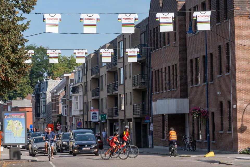 De banners die in Kontich een gelegenheid aankondigen kregen een WK-tintje.