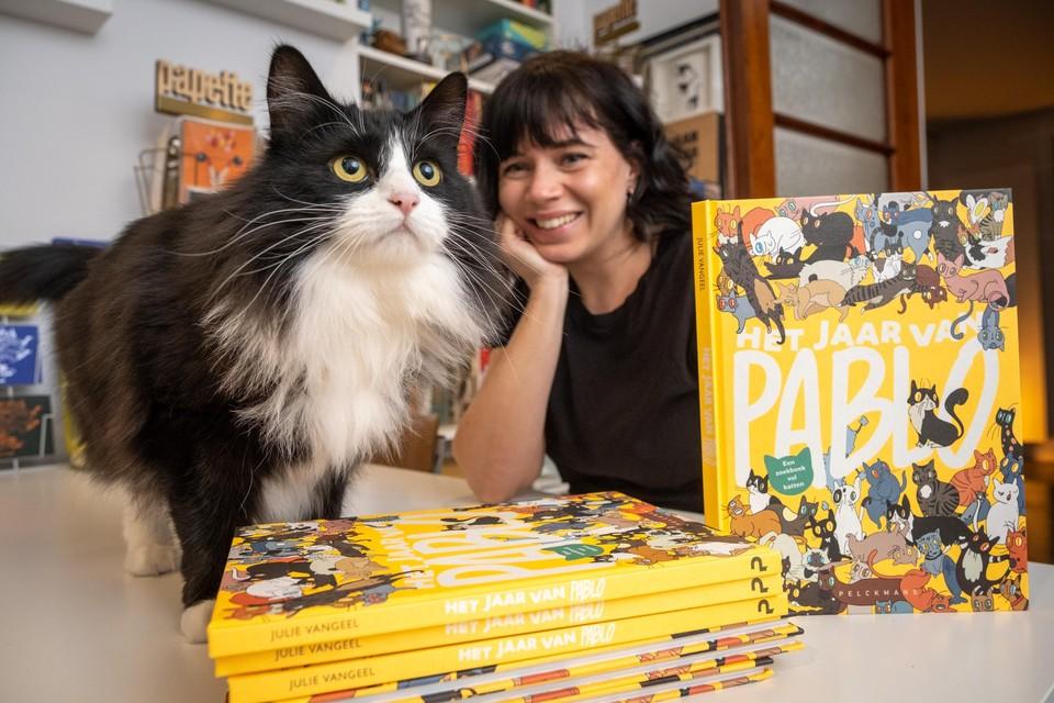 De guitige Pablo inspireerde baasje en illustratrice Julie Vangeel tot een zoekboek met haar kat in de hoofdrol.