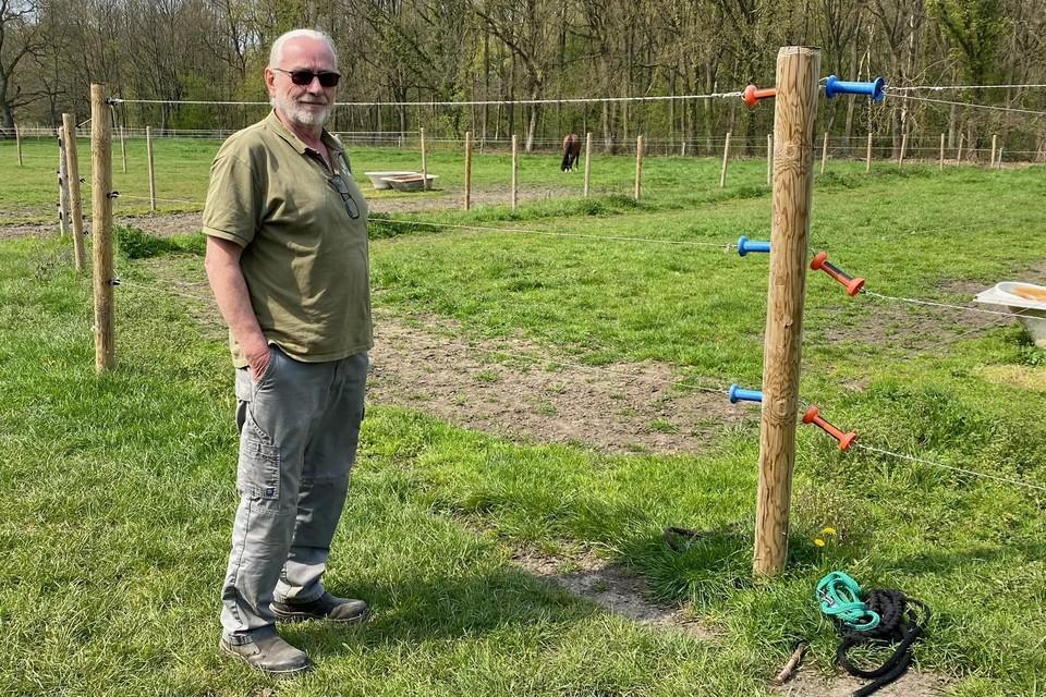 Harry Jacobs verhuurt stallen aan eigenaars van paarden. Hij is tevreden met het jachtverbod.