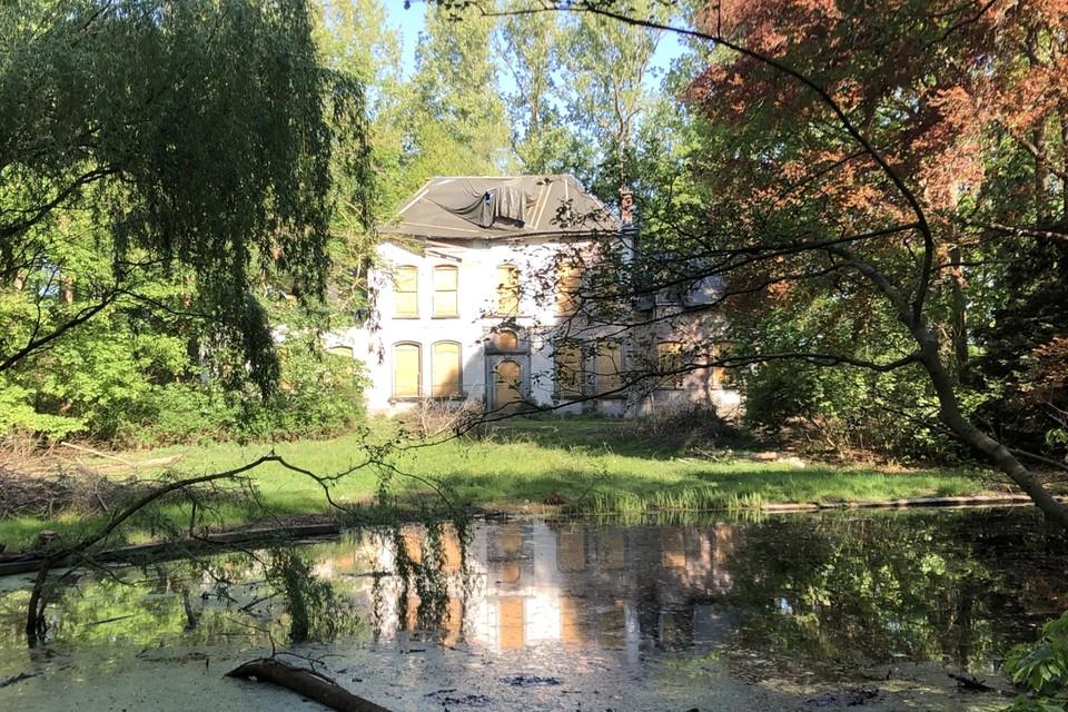 Het park rond de oude pastorie Het Hof in Vosselaar krijgt binnenkort al een opknapbeurt.