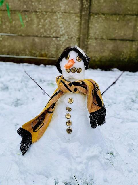 Sneeuwman in Mortsel met Stella-kroonkurken en Berchem Sportsjaal.