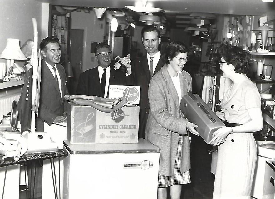 Wijlen Rik Van Uffelen, vader van Paul, in de hoogdagen van de elektrozaak begin jaren zestig.