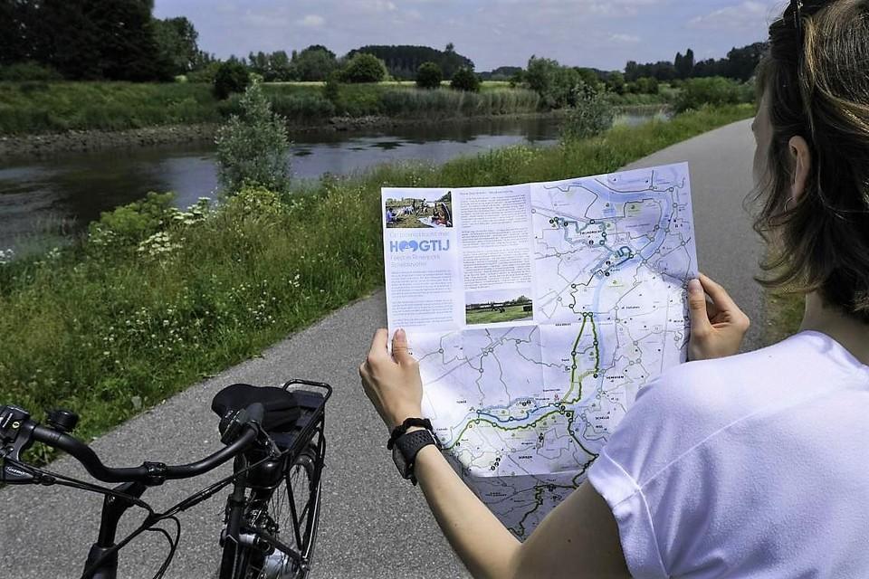 De overzichtelijke routekaarten van Hoogtij! zorgen voor een hele zomer lang fiets- en wandelplezier langs Schelde en Durmevallei.