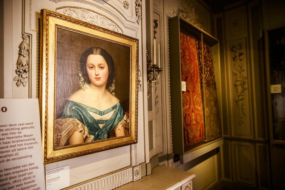 In de salon van museum Mayer van den Bergh hangt een portret van de 18-jarige Henriëtte. Ze is de stichtster van het museum.