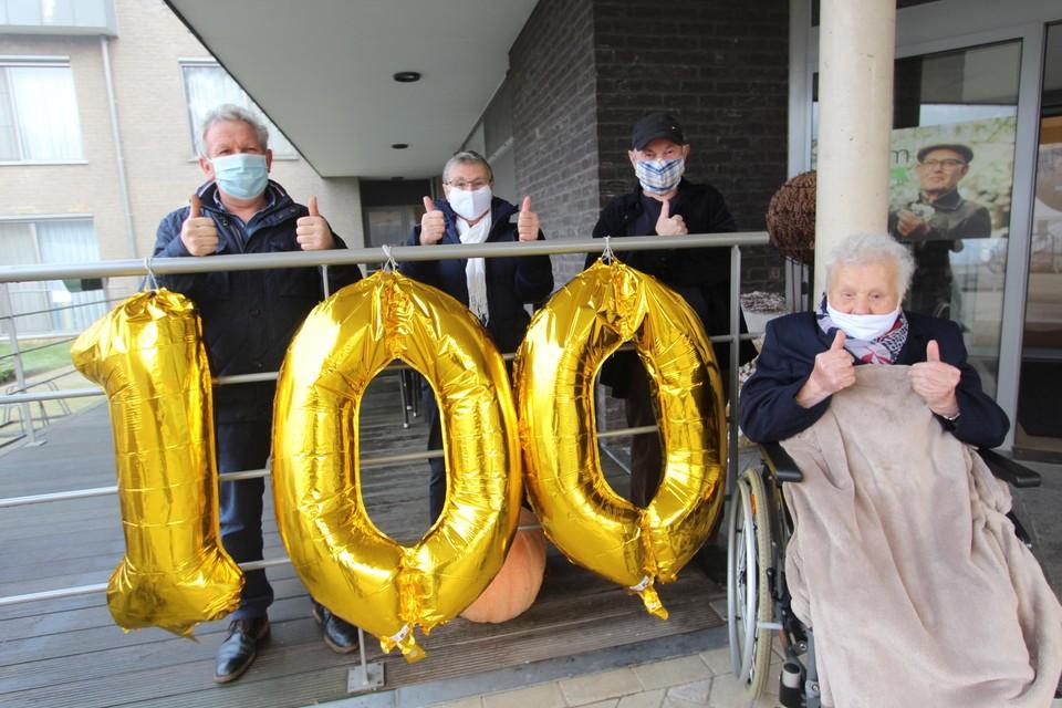 Melanie Borghs uit Lichtaart kreeg op 9 januari, op de dag dat ze honderd werd, in het woonzorgcentrum De Witte Bergen nog een vaccin tegen corona toegediend, maar ze is dinsdag overleden.