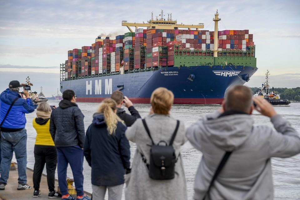 De HMM Gdansk in Hamburg. Begin juli was het even grote 'zusje' HMM Algeciras al in Antwerpen.