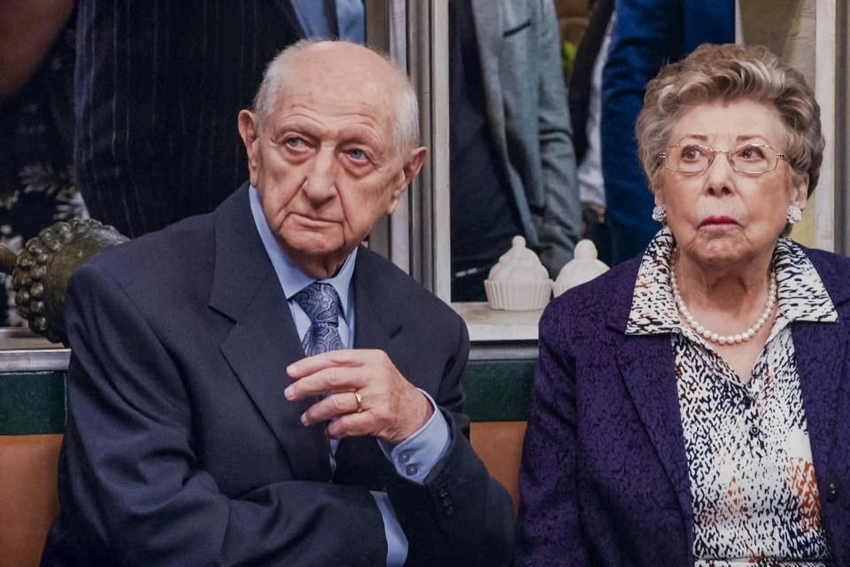 Annie Geeraerts (rechts) zal tijdens de eerste weken van het nieuwe seizoen van 'Familie' even niet te zien zijn.