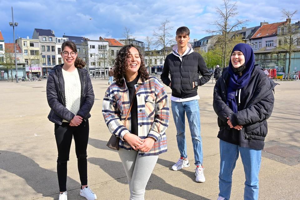 Burcu (18), Aya (19), Karim (19), Khadija (15)