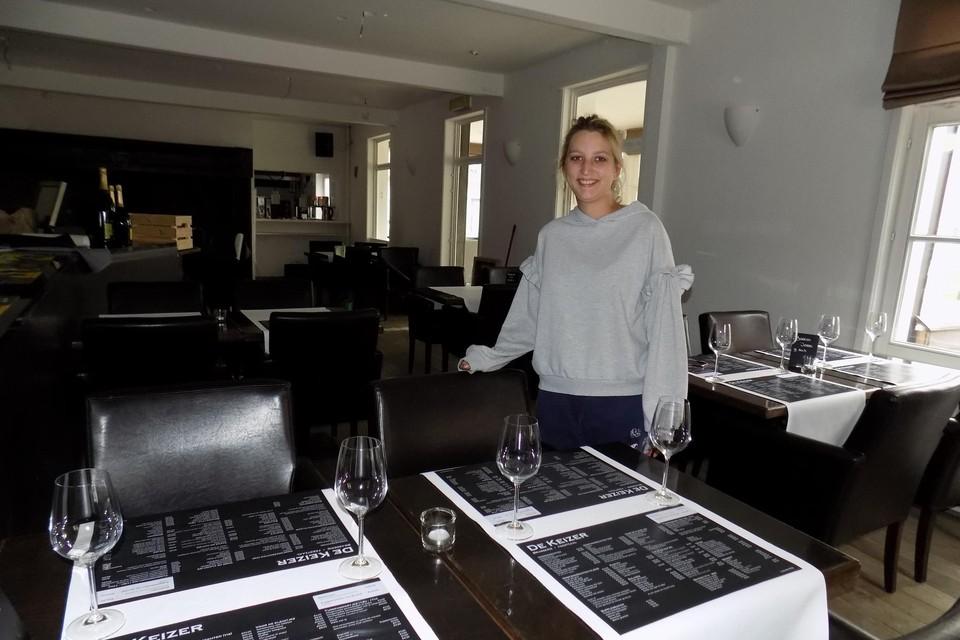 Lana Carelsz heropent met haar partner en nog een medevennoot brasserie De Keizer in het gelijknamige historische pand in Wechelderzande.
