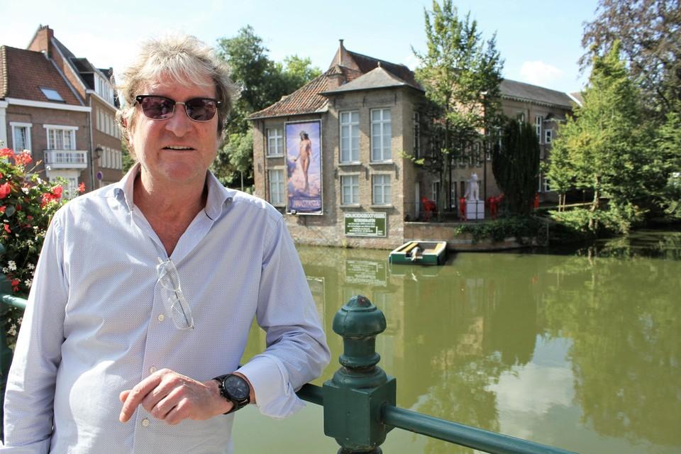 Peter Everaert wint de Cultuurprijs 2020. Vorig jaar choqueerde hij sommige Lierenaars met de banner van de expo 'Anastasia'.