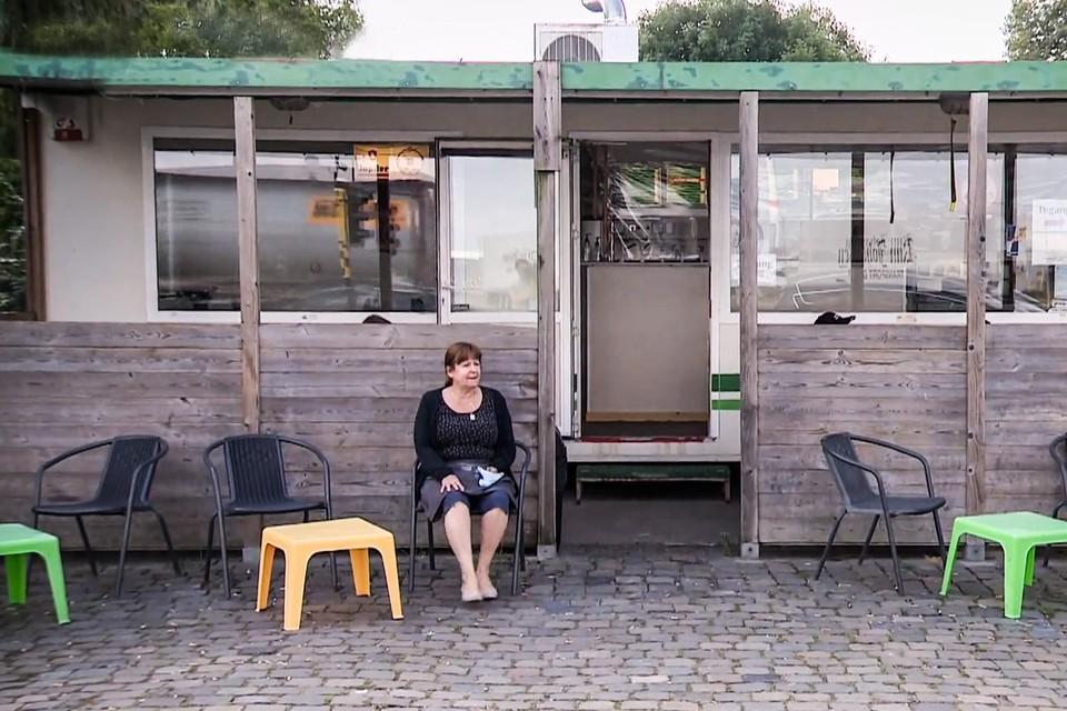 Martine, vorige week voor haar barak aan de Royerssluis.