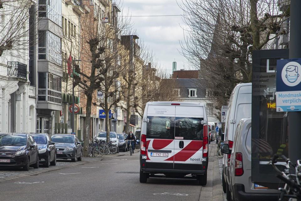 Om dubbelparkeren te vermijden, krijgt de De Merodelei na een proefperiode een los- en laadreglement.