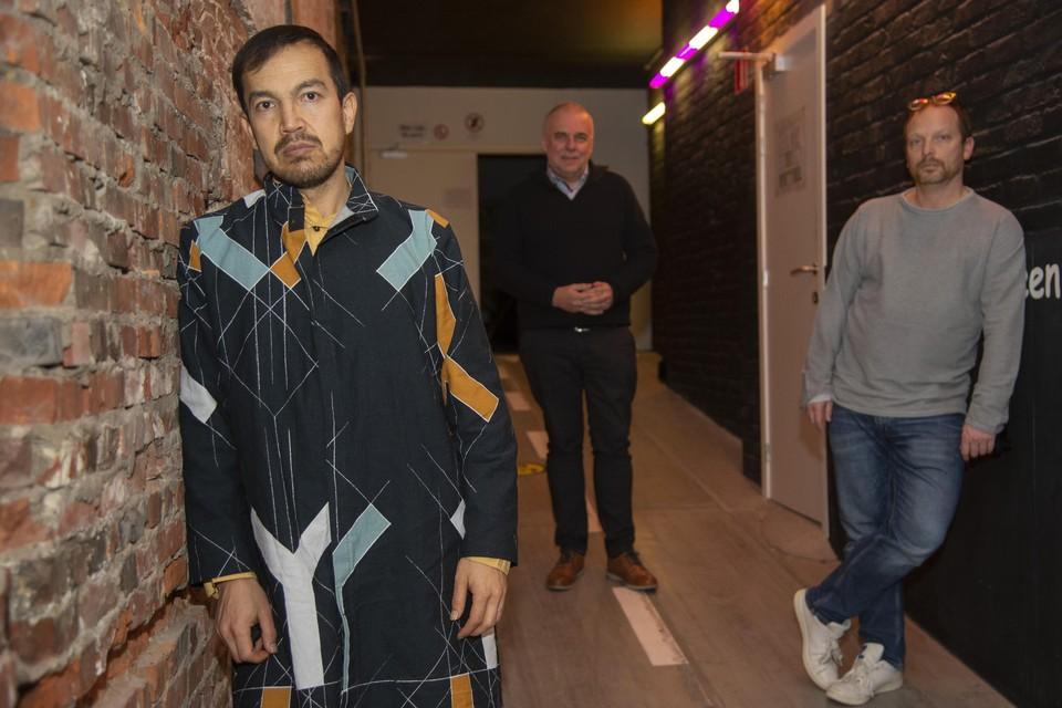 """Qadir Nadery, met Leo Bormans en Stefan Perceval, gaat voor het eerst herkenbaar op de foto. """"Dit project geeft me zelfvertrouwen, en dus toon ik wie ik ben."""""""