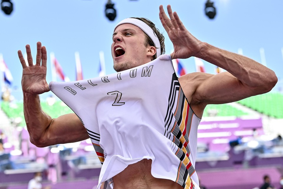 """Thibaut Vervoort schreeuwt het uit. Met zijn """"buzzer beater"""" tegen Polen geeft hij België uitzicht op een overhoopte medaille."""